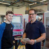 Ausbildung mit Zukunft: Digitale Fabrik und Roboterdame Pepper für Rookies