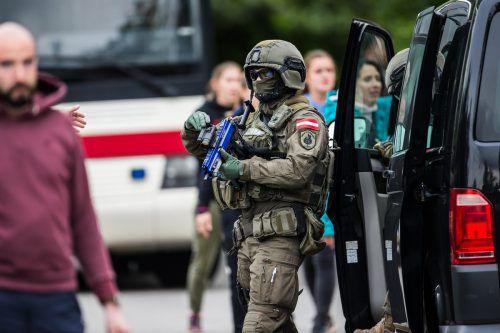 """Schützen, Panik, Verhaftungen: Das Spektakel ging unter dem Namen """"Resolut 2019"""" über die Bühne. vn/Steurer"""
