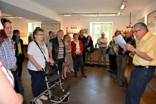Seniorchef Christof Grassmayr führte die Gäste durch das Haus.