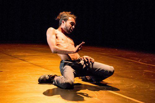 Shailesh Bahoran stammt aus Surinam und verarbeitet in seiner Choreografie Elemente aus dem Breakdance. Spielboden/Hauer