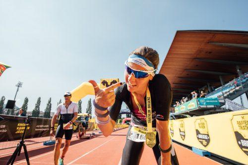 Sie durfte sich verdientermaßen die Goldmedaille für den Landesmeistertitel im Triathlon um den Hals hängen lassen: Bianca Steurer.VN/SAMS