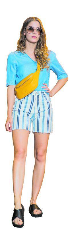 sommerfeeling             Daria präsentiert ein lässiges Outfit von Mode Behmann in Egg: Shorts (ICHI), 44,95 €, Bluse (Selected), 49,99 €, Schuhe, 89,99 € und Bauch- tasche, 99 €.               VN/steurer