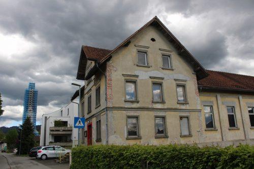 . . . und ein Grundstück neben dem Vereinshaus. In beiden Fällen verbessert sich dadurch der Gestaltungsspielraum für die Gemeinde. STRAUSS