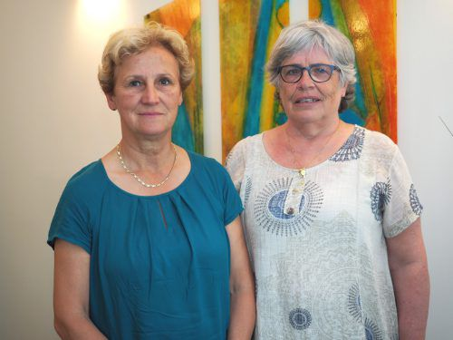 Unter den Gästen: Christine Hinteregger und Paula Stitny (Totenwachegestalterin).