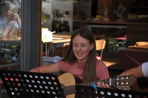Vanessa Schöch ist eine der Musikschülerinnen, die als Vanelli & Friends spielen. egle