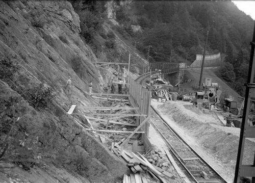 Viele Arbeiter waren entlang der Bahnstrecke beschäftigt.