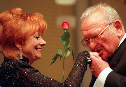 Vielseitiges Talent: Elfriede Ott war als Schauspielerin, Kabarettistin und Autorin erfolgreich und spielte mit Größen wie Curd Jürgens oder Fritz Muliar (u. l.).APA