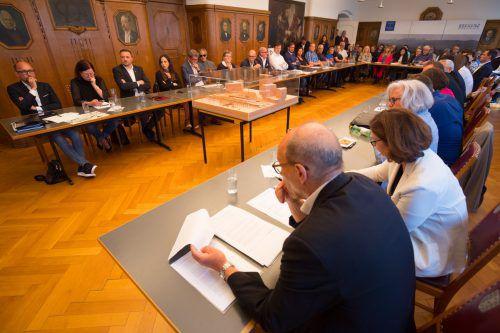 Votum zum Bregenzer Bahnhofsneubau sorgte im Rathaus für Debatte um Demokratieverständnis. VN/Hartinger