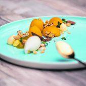 """<p class=""""caption"""">Warme Marillen vom Grill mit köstlichem Zitronenthymian-Eis.Philipp Steurer</p>"""
