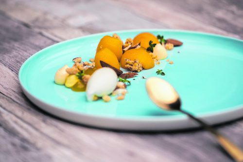 Warme Marillen vom Grill mit köstlichem Zitronenthymian-Eis.Philipp Steurer