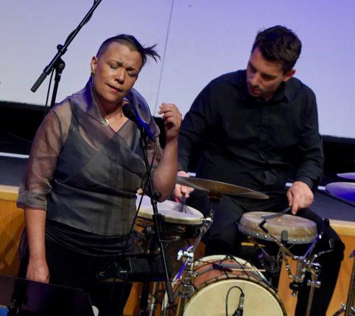 Winnie Brückner mit einem der CSM-Musiker. S. Thurner