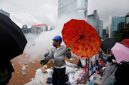 Zahlreiche Hongkonger protestieren gegen ein umstrittenes Gesetz. reuters