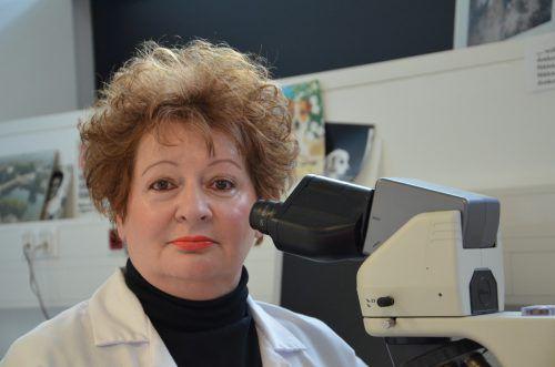 Zerina Jasarevic nimmt alle Gewebeproben genau unter die Lupe. Eine Diagnose muss immer hieb- und stichfest sein.khbg