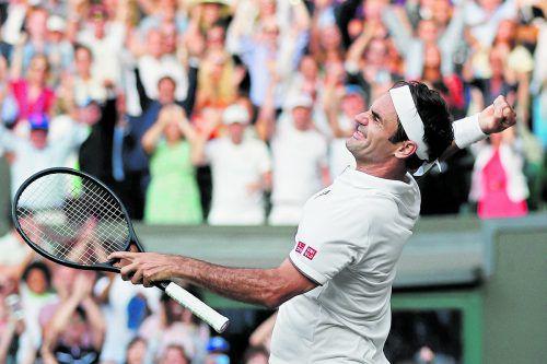 """16. Sieg von Roger Federer im 40. Duell mit Rafael Nadal; der Schweizer zog auf dem """"heiligen Rasen"""" von London zum zwölften Mal ins Endspiel ein.apa"""