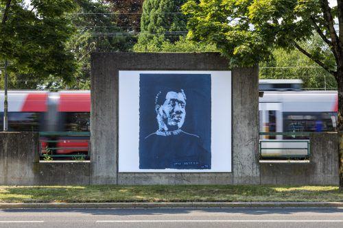 """An den Billboards in Bregenz zeigt der deutsche Künstler Thomas Schütte Arbeiten aus seiner Serie """"Blues Men"""". KUB/Tretter"""