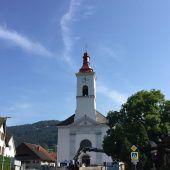Kirchturm Satteins in neuem Kleid