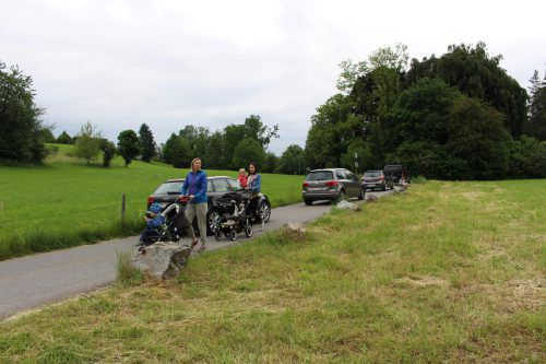 Anrainerprotest gegen Schleichwegverkehr. Der Wunsch nach Fahrverbot wird nicht erfüllt, aber Ampel soll helfen. heilmann