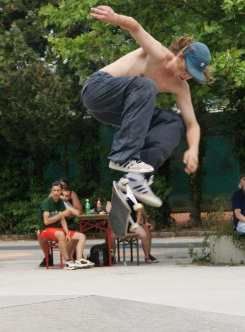 Atemberaubende Stunts konnte das Publikum beim Skatercontest bewundern. pe