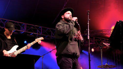 Auch Voice-of-Germany Teilnehmer Guiliano de Stefano nutzte die Gelegenheit zum Auftritt und begeisterte das Publikum in Rankweil. Juen