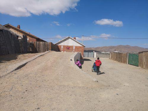 Auf diesem Platz nördlich der mongolischen Hauptstadt werden in Kürze die ersten Straßenleuchten der Zumtobel Group installiert. zumtobel