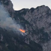 Waldbrand: Einsatz mit Hubschraubern