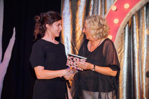 Autorin Katharina Klein mit Landesrätin Katharina Wiesflecker. Sams