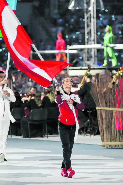 Bei der Abschlussfeier der Europaspiele in Minsk trug Goldmedaillengewinnerin Bettina Plank die rot-weiß-rote Fahne. GEPA