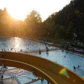 Nachtschwimmen im Waldbad Enz