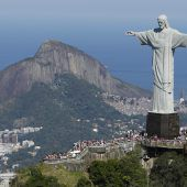 Streit um defekte Rolltreppen zur Christus-Statue in Rio