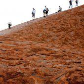 Angekündigtes Kletterverbot führt zu Besucheranstieg am Ayers Rock