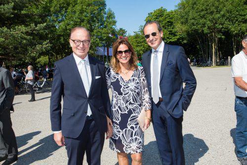 Bürgermeister Ludwig Muxel mit Angelika (l.)und Michael Grahammer.