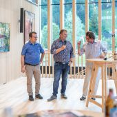 Kunst im Foyer des neuen Mellauer Dorfsaales