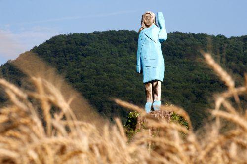 Das aus Holz geschnitzte Ebenbild der amerikanischen First Lady. Reuters