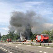 Lieferwagen in Flammen