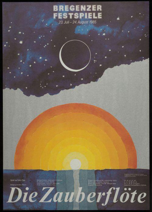 Das Plakat besteht aus einem oberen und spiegelbildlich unteren Teil. Das Zentrum wird von einem strahlenden Sonnenkreis als Symbol für die Welt Sarastros eingenommen. Als Kontrast dazu steht am Firmament ein Vollmond als Symbol für die Königin der Nacht.