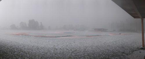 Das Spielfeld in Kufstein verwandelte sich in eine Winterlandschaft.Indians