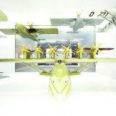 """<p class=""""infozeile"""">               den Traum vom fliegen im              </p><p class=""""infozeile"""">               dornier-museum erleben             </p><p class=""""infozeile"""">Pioniergeist zum Anfassen gibt es im Dornier-Museum in Friedrichshafen – für Technikbegeisterte, Geschichtsinteressierte und für Freunde der Luftfahrt. In dem hangarähnlichen Gebäude direkt am Flughafen sind 400 Exponate, darunter zwölf Originalflugzeuge, sieben 1: 1-Exponate aus der Raumfahrt und ein Nachbau im Originalmaßstab ausgestellt und machen 100 Jahre Geschichte der Luftfahrt erlebbar. In der Kreativecke und bei den Mini-Piloten heben auch kleine Museumsbesucher ab. Mit dem Do-27-Flugsimulator wird der Traum vom Fliegen beim virtuellen Rundflug über den Bodensee wahr.</p>"""
