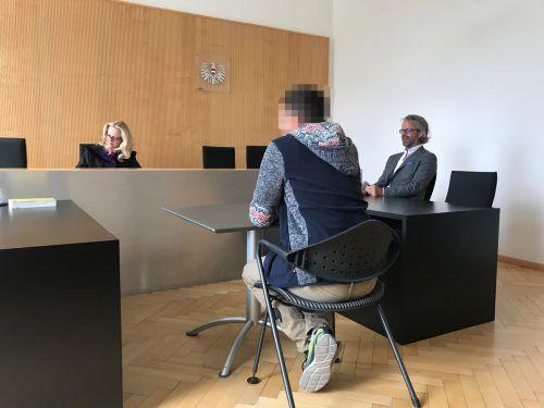 Der 49-jährige Angeklagte musste seine zornige Handlung gegen den Vermieter vor Gericht ausbaden. hofer