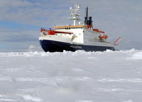 """Der Eisbrecher """"Polarstern"""" wird für Expedition fit gemacht. dpa"""