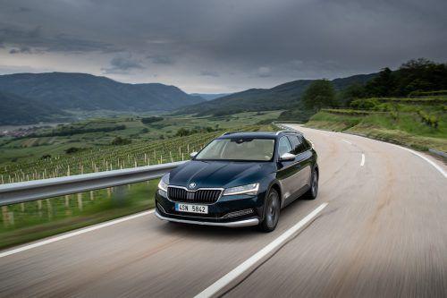 Der Škoda Superb dritter Generation wurde im Zuge des Facelifts außen und innen gezielt verfeinert. Neu ist eine Scout-Version.werk