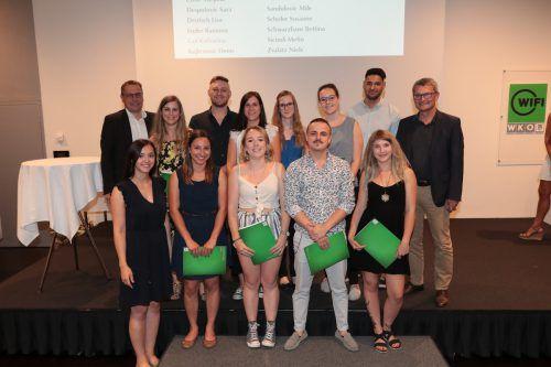 Die Absolventen der Fachakademie Medieninformatik & Mediendesign freuen sich. Wifi