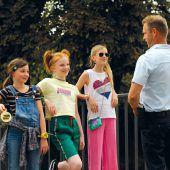 Junge Detektivinnen in turbulentem Kinoabenteuer