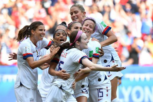 Die Freude der Amerikanerinnen über den 2:0-Finalsieg gegen die Niederlande bei der Weltmeisterschaft in Frankreich kannte keine Grenzen.reuters