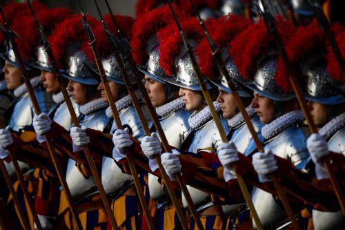 Die Gardisten des Papstes unterziehen sich einer Modernisierungskur. AFP