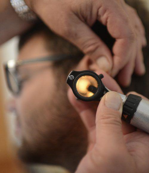 Die Kontrolle des Gehörs und damit verbunden der Ohren ist besonders für Menschen mit Diabetes empfehlenswert.apa