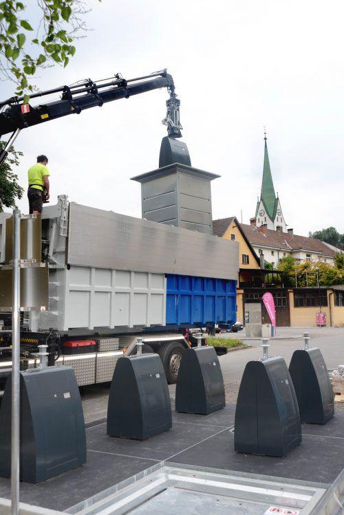 Die neuen Unterflur-Sammelbehälter beim Jahnplatz wurden erstmals entleert. stadt