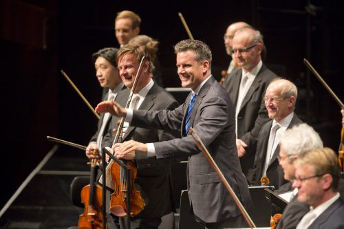 Die Orchesterkonzerte im August werden von Philippe Jordan dirigiert. Alle vier Symphonien von Johannes Brahms kommen dabei zur Aufführung.bregenzer festspiele/D. Mathis