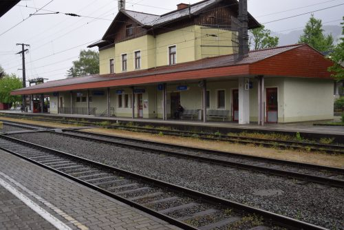 Die Pläne, am Götzner Bahnhof den Hausbahnsteig und auch die Rampe aufzulassen, stoßen bei der Marktgemeinde auf Unmut. Veronika Hotz