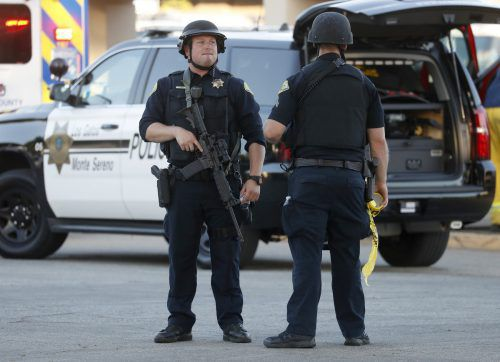 Die Polizei fahndete am Montag nach einem möglichen zweiten Tatverdächtigen. ap