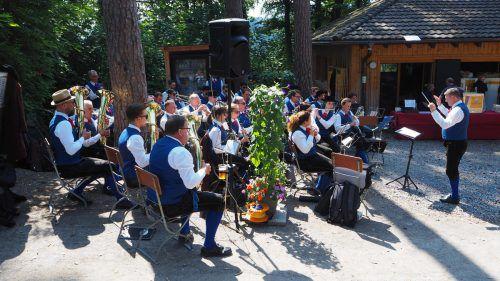 Die Stadtmusik Feldkirch begleitet den Frühschoppen im Wildpark. egle